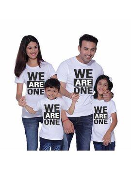 Οικογενειακό σετ με στάμπα We Are One Family T-shirts